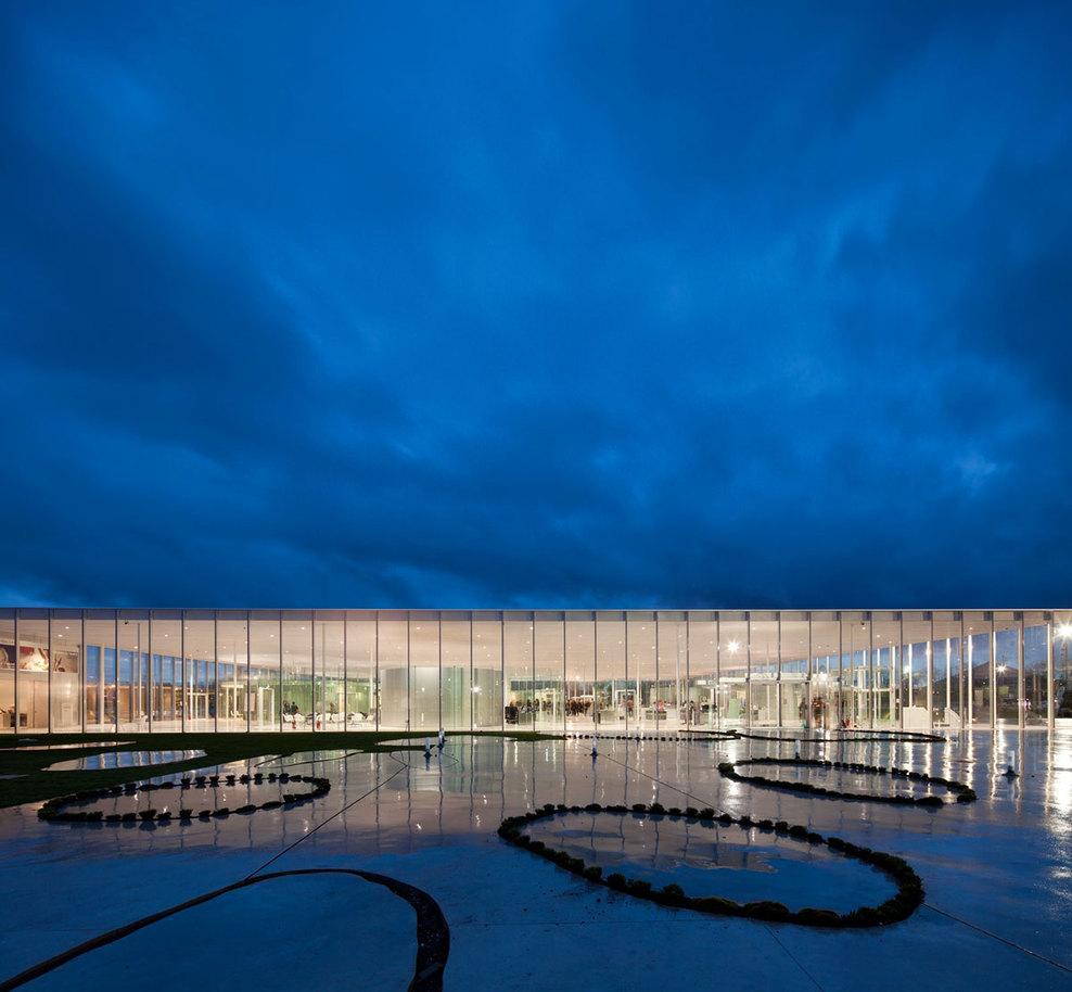 Mus e du louvre lens for Louvre lens museo